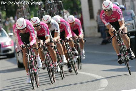 [img]http://www.pezcyclingnews.com/photos/races06/giro06/giro06st05-tmobile450.jpg[/img]