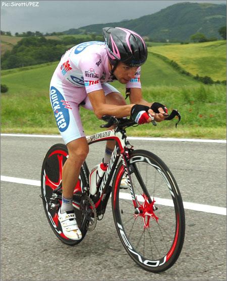 http://www.pezcyclingnews.com/photos/races08/giro08/giro08st10-visconti450.jpg
