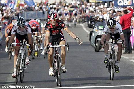 http://www.pezcyclingnews.com/photos/races10/lbl10/lbl10-sprint.jpg