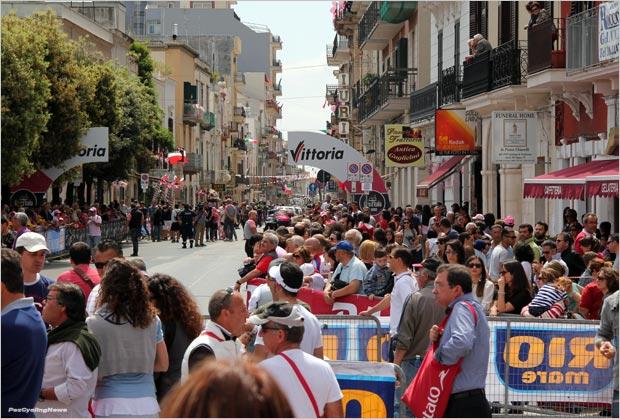 giro13st06rp-crowd