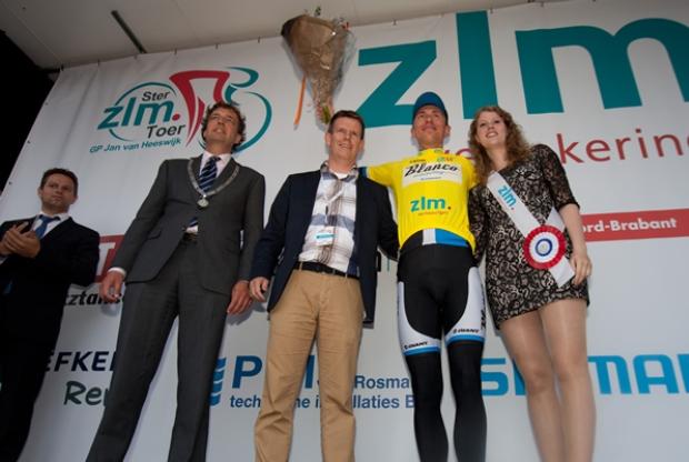 12-06-13_podium