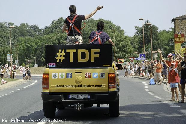 tdf13st14eh-10tweeting