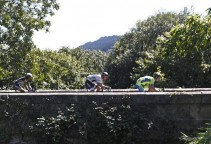vuelta15st16-dumoulin-bridge-big