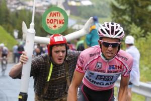 Gardeccia-Val di Fassa - Italie - wielrennen - cycling - radsport - cyclisme - Giro D'Italia  2011 - 15e etappe Conegliano > Gardeccia-Val di Fassa  - Alberto Contador (Saxo Bank - Sungard)   - foto Cor Vos ©2011
