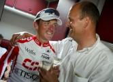 02-06-2002: Giro dItalia 20e etappe, Milano, foto Marketa Eng/Cor Vos ©2002 Tyler Hamilton en Bjarne Riis