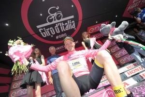 giro16st17-kruijswijk-podium-920