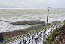 vuelta16st5-rain-peloton-1000