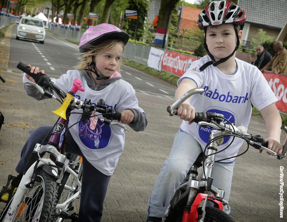 Aalburg - Netrherlands - wielrennen - cycling - radsport - cyclisme - kids Rabobank Dikke Banden Race pictured during the Rabobank 7-Dorpenomloop 2015 in Wijk en Aalburg - photo Anton Vos/Cor Vos © 2015
