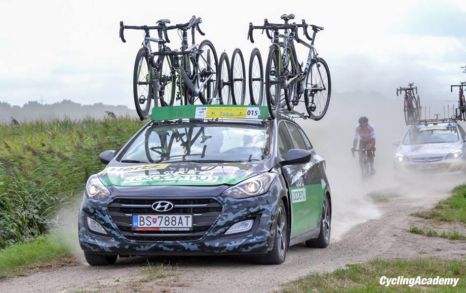 cycling-academy-car-920