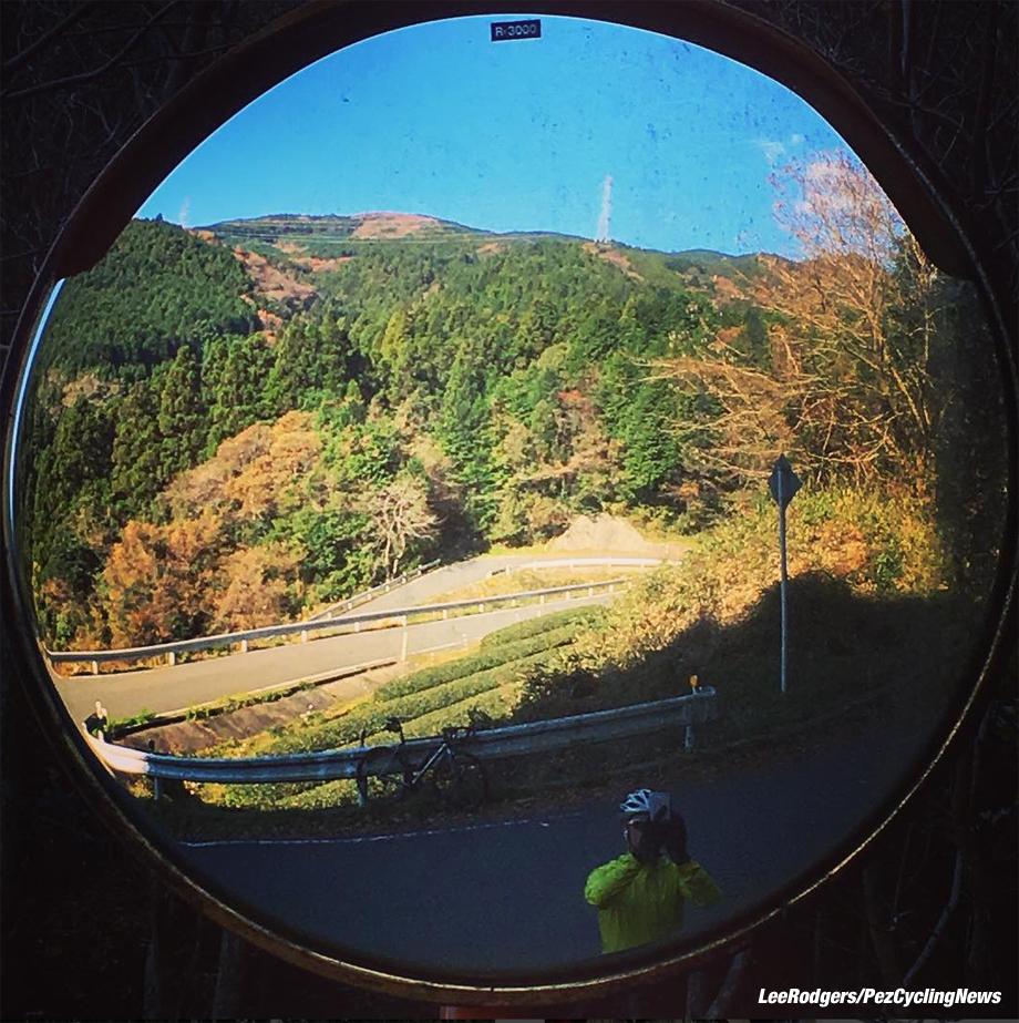 japan16lr-mirror-920
