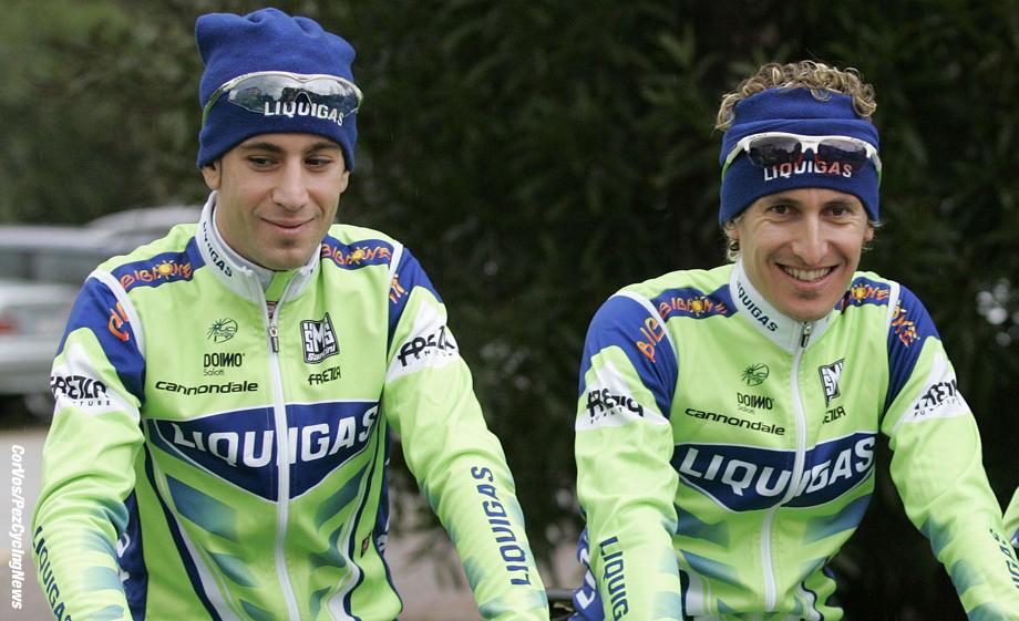 Passo San Pelegrino - Italia - wielrennen - cycling - radsport - cyclisme - team Liquigas traint - Vincenzo Nibali, Franco Pellizotti, Ivan Basso  - foto Wessel van Keuk/Cor Vos ©2008