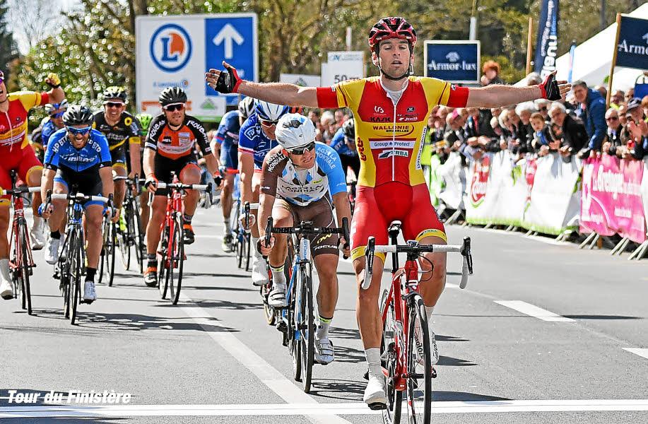 Le sprint et la victoire de Baptiste PLANCKAERT devant Samuel DUMOULIN.