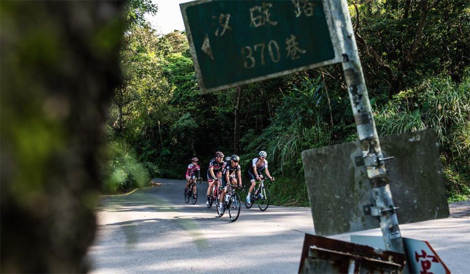 taiwan-ride-road-920