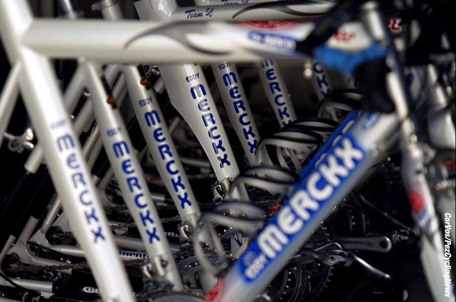 Parijs, 4-7-2003, Tour de France 2003, training, Foto Cor Vos ©2003. Eddy Merckx-fietsen, sfeer