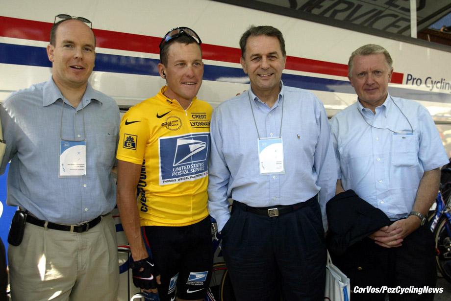 Les Deux Alpes-La Plagne, Tour de France, 24-7-2002, 16e etappe. Foto Cor Vos ©2002 Prince Albert de Monaco, Lance Armstrong, Jacques Rogge en Hein Verbruggen