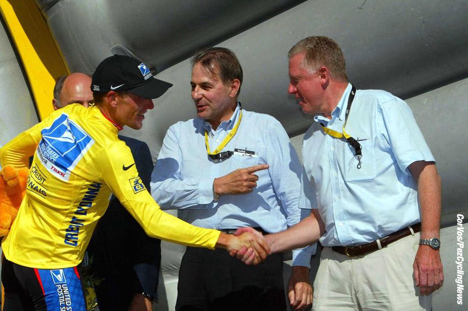 8ste Etappe Tour de France, Sallanches-L'Alpe d'Huez, 13-7-2003, Foto Cor Vos ©2003 Jacques Rogge en Hein Verbruggen feliciteren Lance Armstrong