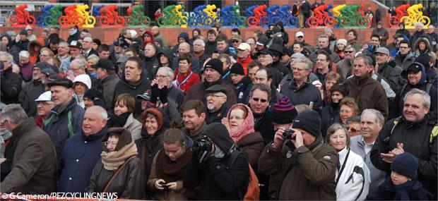 shel13gc-crowd