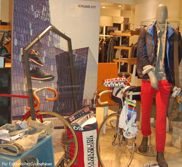 073_bike_clothes