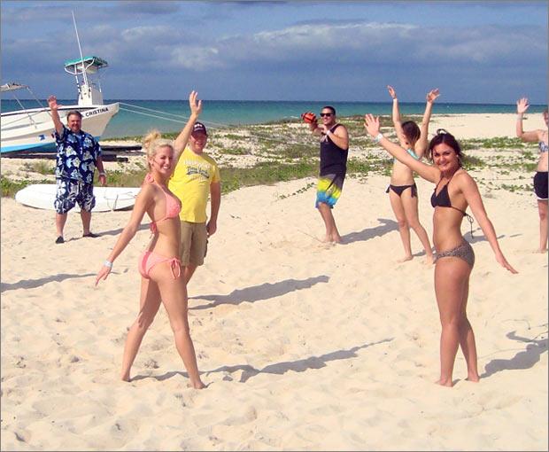 gfnycozumel-beachgirls