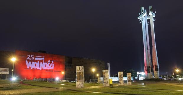 I002791-ECS_plac-Solidarnosci-i-budynek