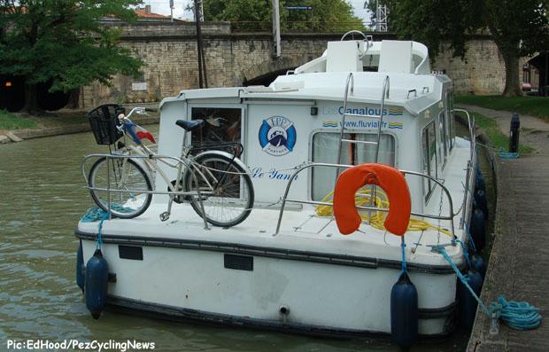 tdf2014st15-bikeboat