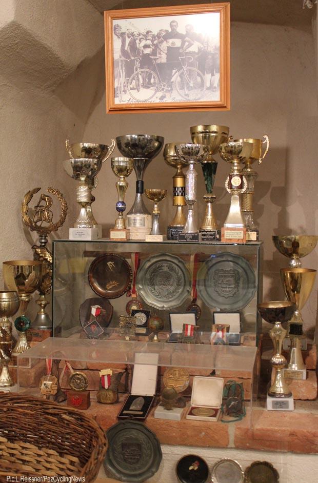 Trophy display-620