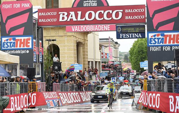 giro15st14-finishline