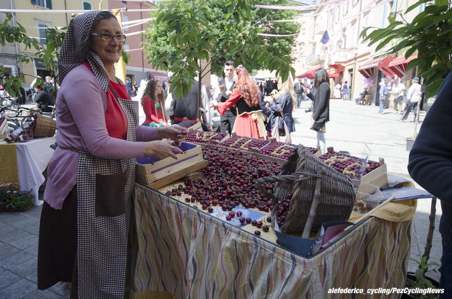 giro16st10af-cherries-0-920
