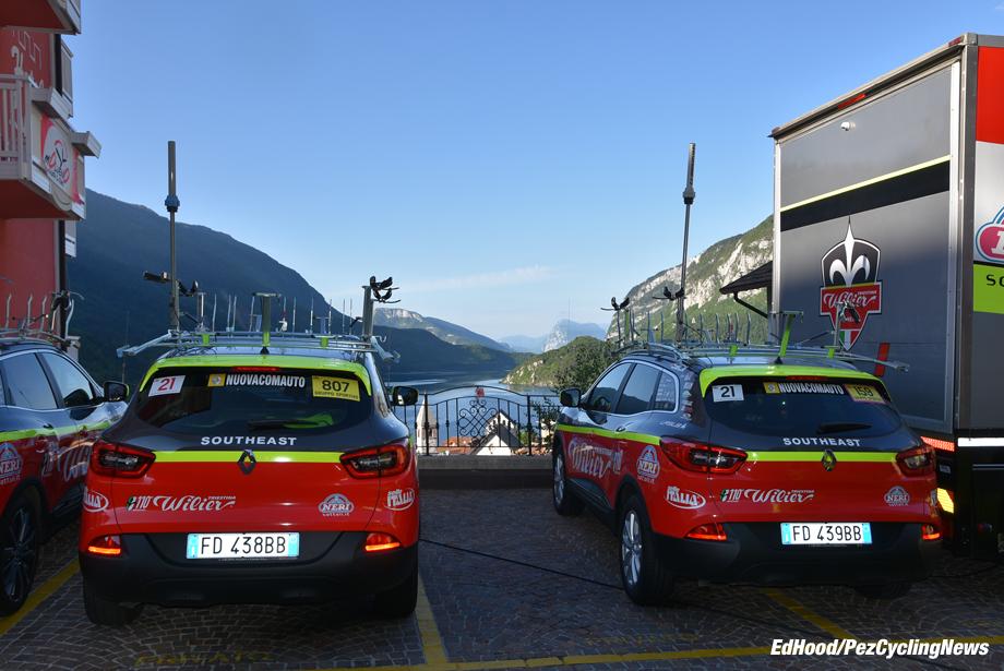 giro16st17eh-019-team-cars-920