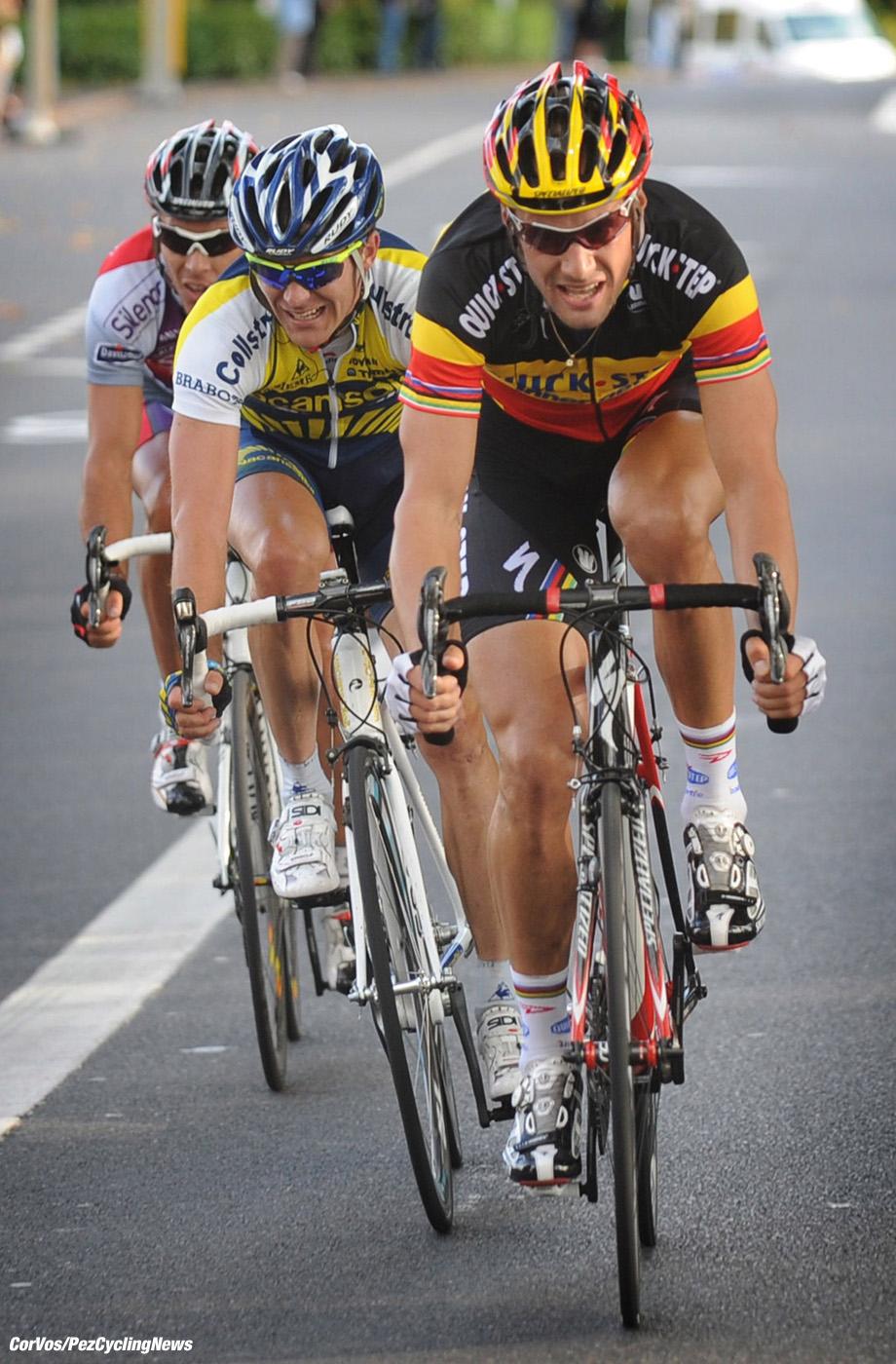 Tours - wielrennen - cycling - radsport - cyclisme - Parijs-Tours - Paris - Tours - Philippe Gilbert (Belgie/ Team Silence - Lotto) -  Tom Boonen (Belgie / Team Quick Step - Quickstep) - Borut Bozic (Slovenie / Team Vacansoleil) - foto Cor Vos ©2009