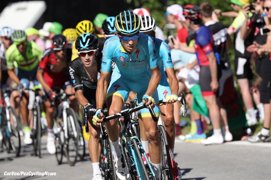 Finhaut-Emosson - Suisse  - wielrennen - cycling - radsport - cyclisme -  Vincenzo Nibali (ITA-Astana) - Sergio Henao (COL-Team Sky) - Fabio Aru (ITA-Astana)   pictured during stage 17 of the 2016 Tour de France from   Bern to Finhaut-Emosson, 184.00 km - photo poolphoto/Cor Vos © 2016