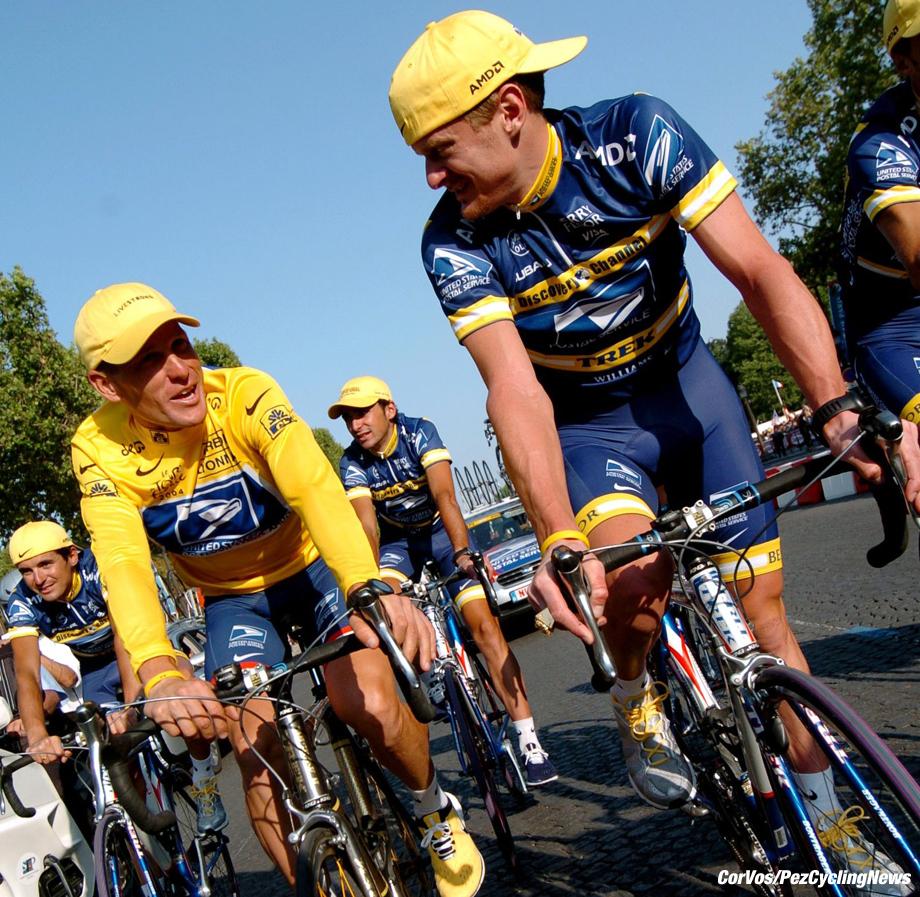 Montereau - Champs Elysees (Paris) - Frankrijk - Tour de France - TdF - wielrennen-cycling  - 20e etappe  - Lance Armstrong en Floyd Landis (US Postal) - foto Cor Vos ©2004