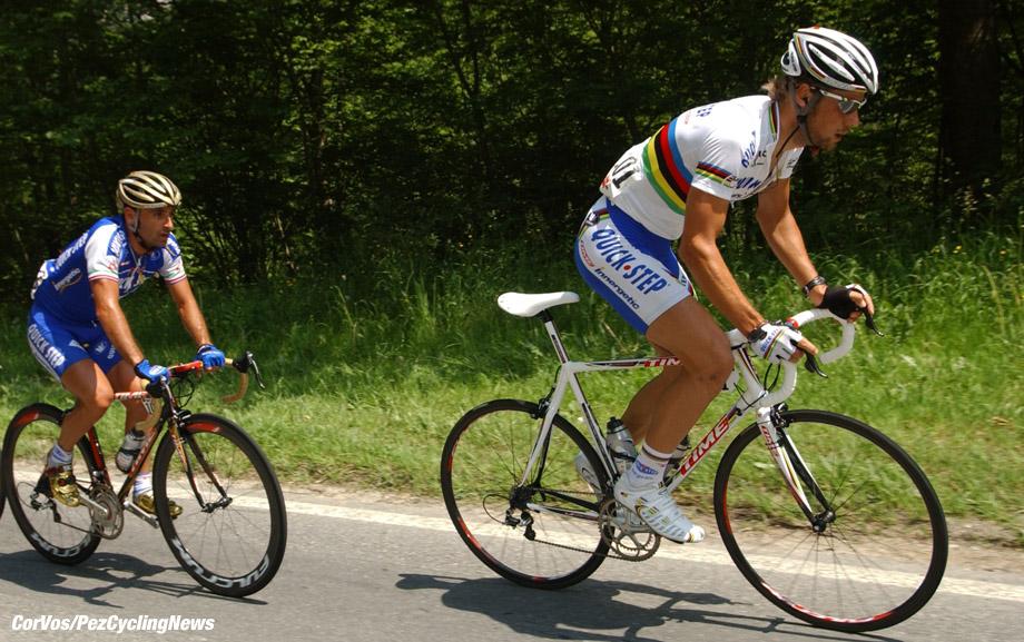 - Zwitserland - wielrennen - cycling - cyclisme - Ronde van Zwitserland - Tour de Suisse 2006 - 4e etappe - Niederbipp  - La Chaux-de-Fonds  - Nick Nuyens, Paolo Bettini en Tom Boonen (Quick Step) - foto Cor Vos ©2006