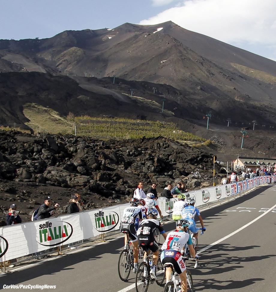 Etna - Italie - wielrennen - cycling - radsport - cyclisme - Giro D'Italia 2011 - 9e etappe Messina > Etna - sfeer illustratie - foto Cor Vos ©2011