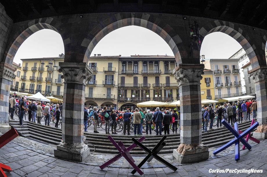 Bergamo - Italy - wielrennen - cycling - radsport - cyclisme - illustration - sfeer - illustratie   pictured during  Il Lombardia 2016 - 110th edition - Como - Bergamo 241 km - 01/10/2016- photo LB/RBCor Vos © 2016