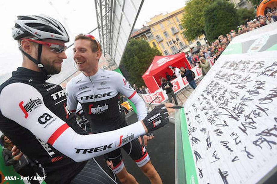 Il Lombardia cycling race from Como to Bergamo, 01 October 2016. ANSA/CLAUDIO PERI