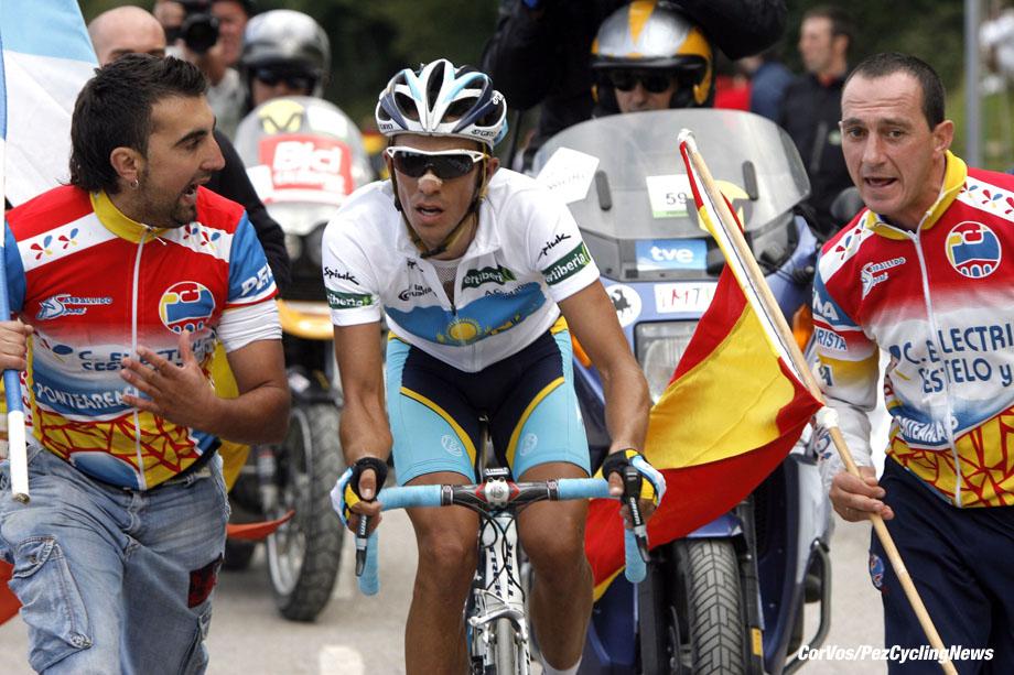 Alto de L'Angliru - wielrennen - cycling - radsport - cyclisme - Ronde van Spanje - Vuelta 2008 - San Vicente de la B. - Alto de L'Angliru 199 km - 13e etappe - Alberto Contador Velasco (Astana) - foto Cor Vos ©2008
