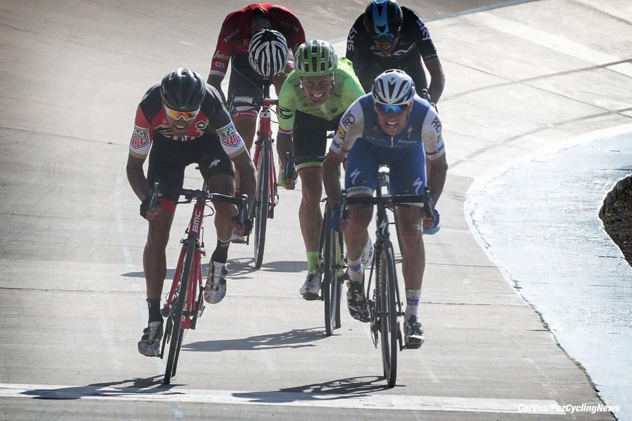 Roubaix - France  - wielrennen - cycling - cyclisme - radsport -  Greg VAN AVERMAET (Belgium / BMC Racing Team)  - Zdenek STYBAR (Czech / Team Quick Step - Floors) - Sebastian LANGEVELD (Netherlands / Cannondale Drapac Professsional Cycling Team) pictured during the 115th Paris-Roubaix (1.UWT) - foto Davy Rietbergen/Cor Vos © 017