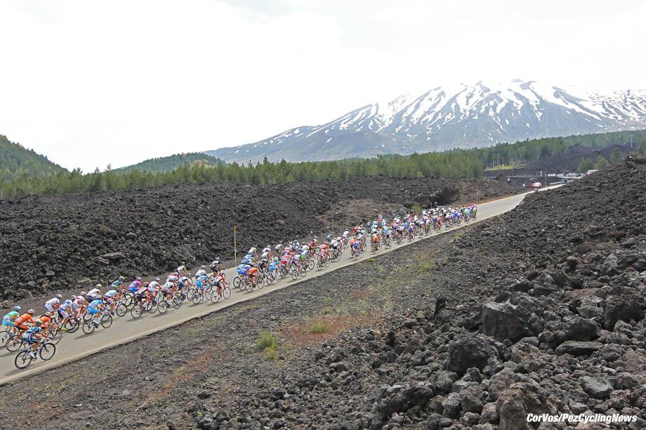 Etna - Italie - wielrennen - cycling - radsport - cyclisme - Giro D'Italia 2011 - 9e etappe Messina > Etna - sfeer illustratie - foto Claudio Minardi-BS/Cor Vos ©2011
