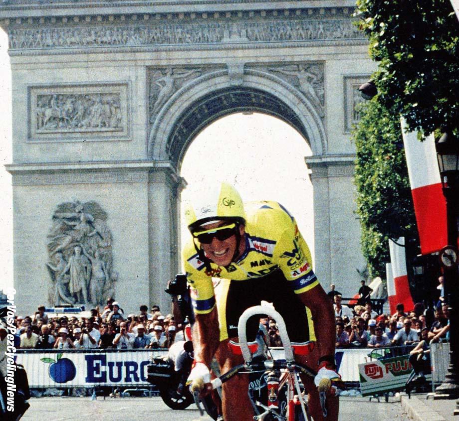 Greg Lemond gaat Laurent Fignon in de allerlaatste tijdrit op de Champs Elysees met 8 sec verslaan, foto Cor Vos©
