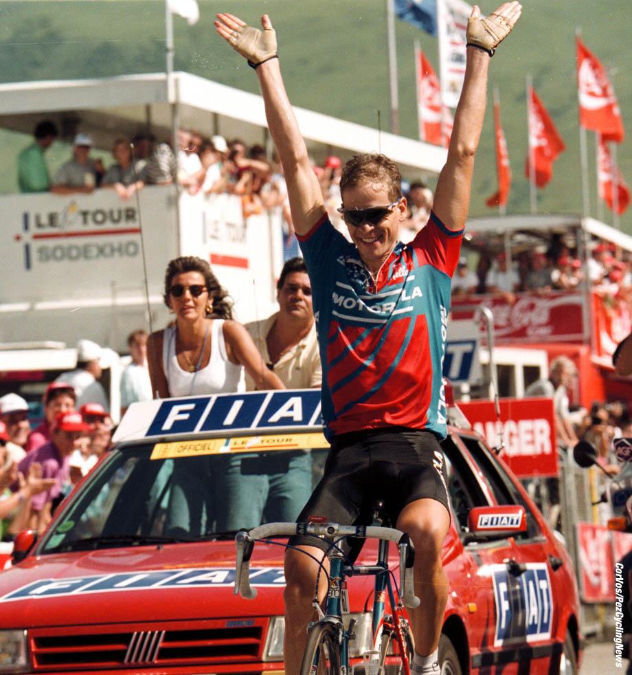 Andy Hampsten wint op Alpe d'Huez de 15e etappe. Foto Cor Vos©