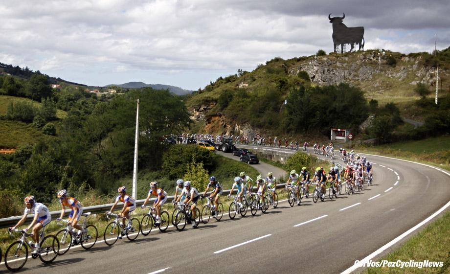 Anglirú - Spanje - wielrennen - cycling - radsport - cyclisme - Vuelta 2011 - Tour of Spain - Ronde van Spanje  - etappe-15 Avilés > Anglirú - sfeer illustratie - foto Sabine Jacob/Cor Vos ©2011