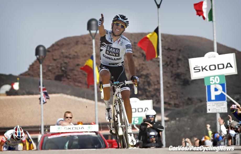Etna - Italie - wielrennen - cycling - radsport - cyclisme - Giro D'Italia 2011 - 9e etappe Messina > Etna - Alberto Contador (Saxobank) - foto Cor Vos ©2011