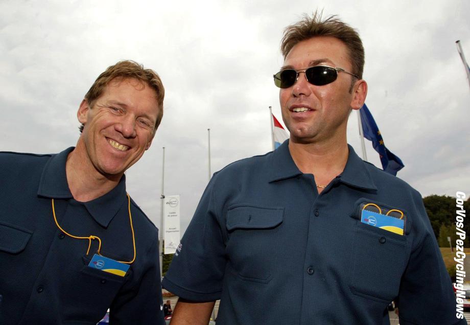 Luxembourg, Tour de France 2002, 5-7-2002 Medische testen. Dirk Demol en Johan Bruyneel. Foto Cor Vos ©2002