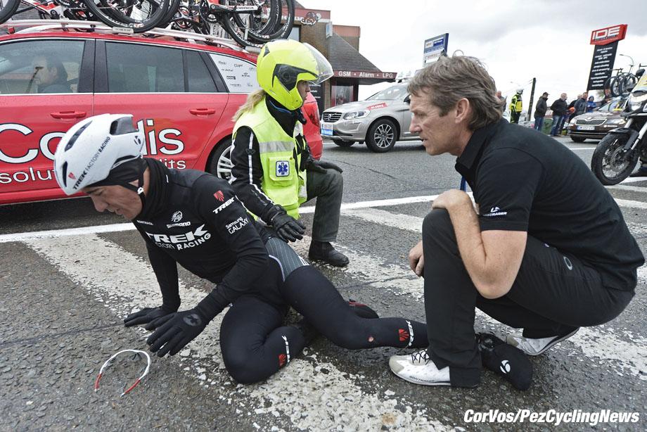 Waregem - Belgium - wielrennen - cycling - radsport - cyclisme - Team director Dirk Demol with Nizzolo Giacomo (Team Trek Factory Racing) after his crash pictured during Dwars door Vlaanderen 2015 - photo NV/PN/Cor Vos © 2015