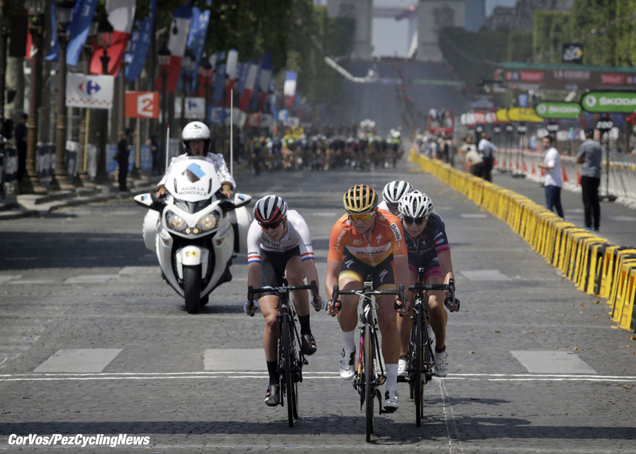 Paris - France - wielrennen - cycling - radsport - cyclisme - Barnes Hannah (Great Britain / Canyon Sram Racing) - Blaak Chantal (Netherlands / Boels Dolmans Cycling Team) Zabelinskaya Olga (BePink) pictured during stage 21 of the 2016 Tour de France La Course in Paris - photo Anton Vos/Cor Vos © 2016