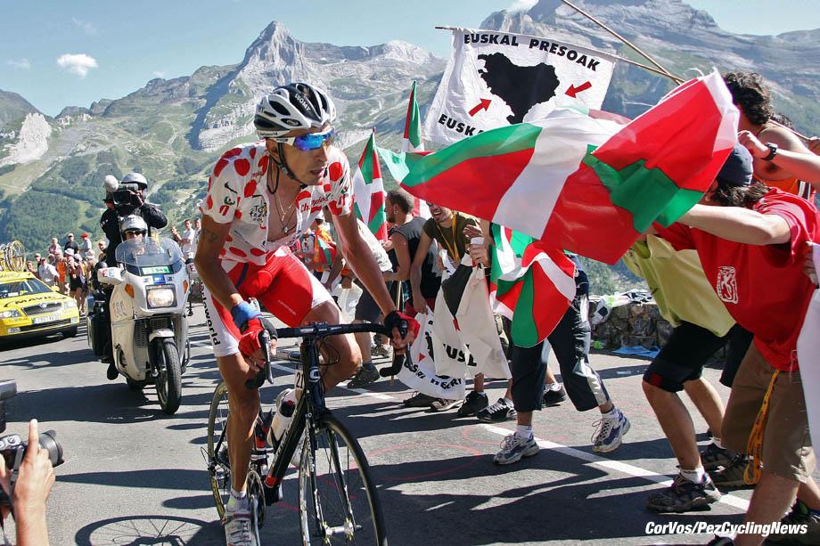 Gourette Col d'Aubisque - France - wielrennen - cycling - cyclisme - radsport - Tour de France 16e etappe - Orthez - Gourette (Col d'Aubisque) - 219 Mauricio Soler Hernandez (Col-BarloWorld) - foto Marketa Navratilova/Wessel van Keuk/Cor Vos ©2007