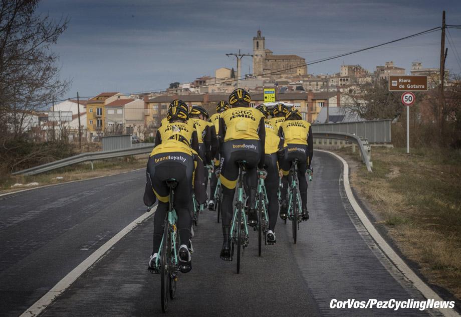 Sant Feliu de Guixois - wielrennen - cycling - cyclisme - radsport - illustration - scenery - carte postal scenic shot - postcard sfeerfoto - sfeer - illustratie pictured during trainingscamp Team LottoNL-Jumbo in Spain on december 21-2017 - foto: Carla Vos/Cor Vos © 2017