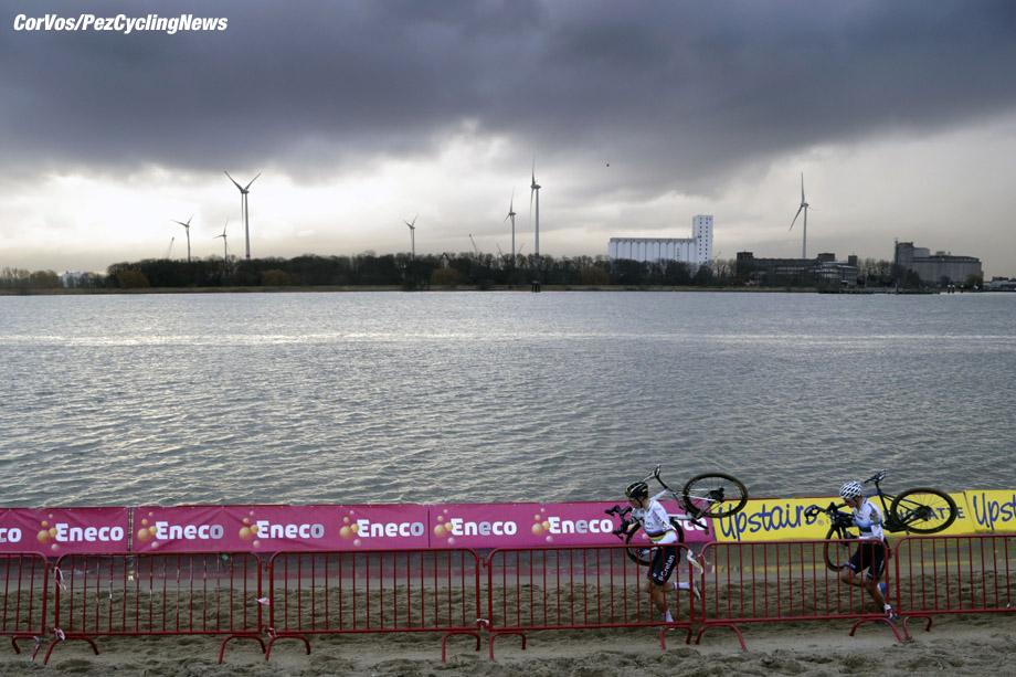 Antwerpen - Belgium - wielrennen - cycling - radsport - cyclisme -  illustration - scenery - carte postal scenic shot - postcard sfeerfoto - sfeer - illustratie Wout van Aert - Mathieu van der Poel pictured during DVV Trofee - Scheldecross Antwerpen 2017 men Elite - photo Anton Vos/Cor Vos © 2017