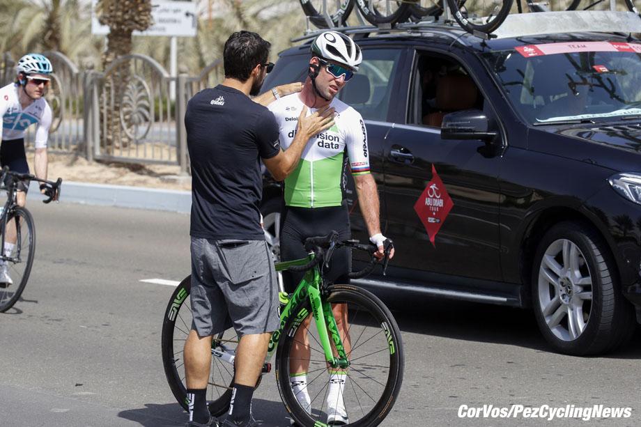 Adnoc School - Abu Dhabi - wielrennen - cycling - cyclisme - radsport -  crash val sturz fall Mark CAVENDISH (GBR / Team Dimension Data) pictured during the 2018 Abu Dhabi Tour stage 1 from Madinat Zaya to Adnoc School (189KM) - photo LB/RB/Cor Vos © 2018